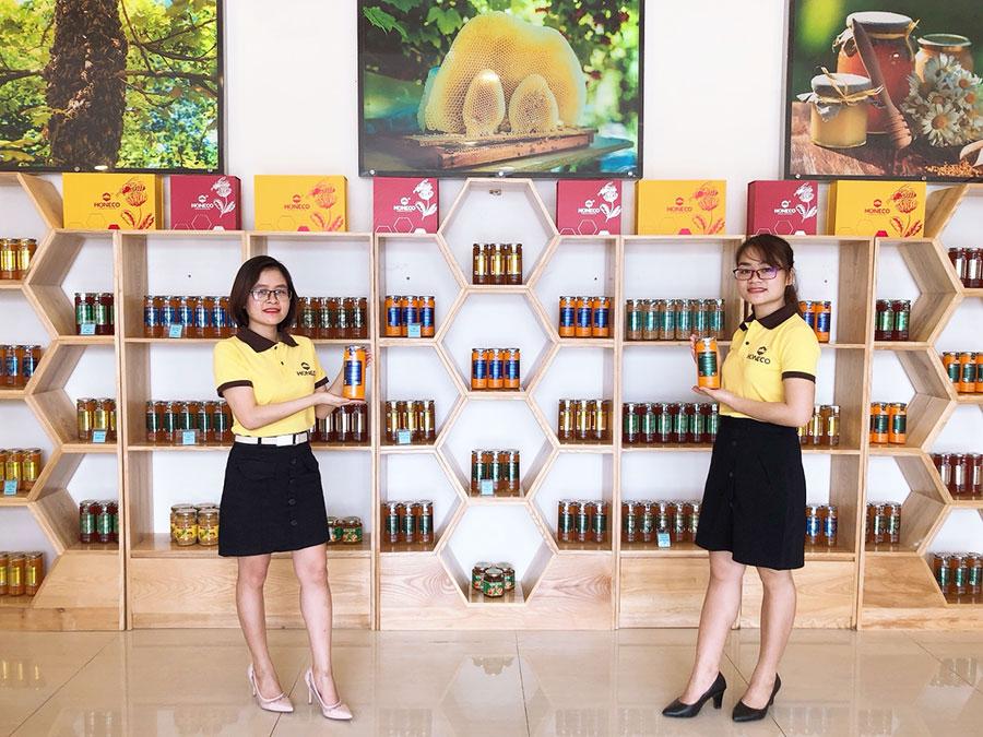 Showroom trưng bày sản phẩm Ong Tam Đảo Honeco