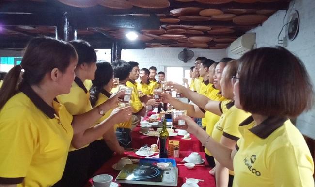 Cùng nâng ly mừng sinh nhật lần thứ 17 Công ty cổ phần Ong Tam Đảo