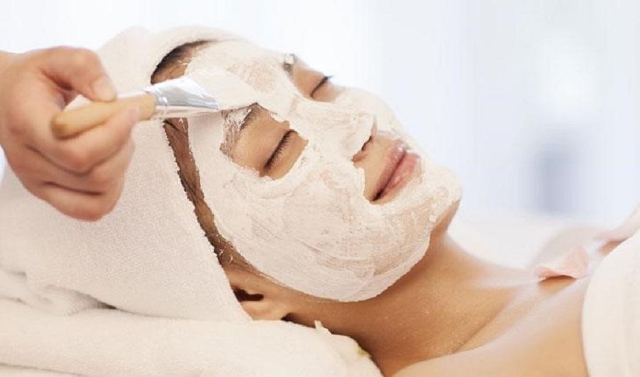 Sữa ong chúa bôi mặt đúng cách sẽ giúp bạn có được một làn da đẹp mịn màng và căng bóng